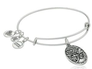 Gift Ideas for Mom on Mother's Day - i love you mom bracelet